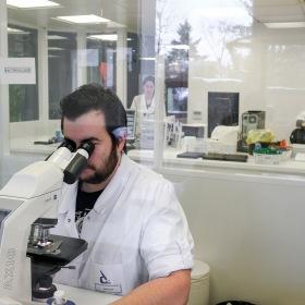 microscope analyse médicale